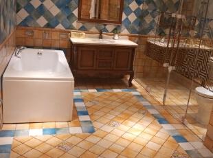 整个房间的设计亮点就是洗手间 ,突破了以往新中式的古板 ,空间能够很好的利用 ,整体也显得高大上。,90平,11万,中式,两居,卫生间,蓝色,黄色,