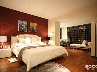 卧室设计: 床头背景完全是按照婚期需求制作的一组临时的活动挡墙板,挡板后面已经安装好的是布满整面背景墙的白色钢琴漆护墙板,配以不等距的纵横抽缝。床头两侧墙壁留有壁灯灯线及开关插座。,148平,13万,小资,两居,