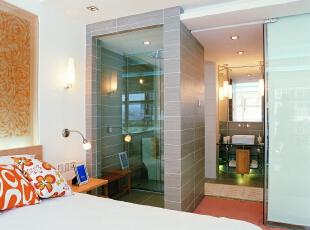 主人房的面积较大,因而将衣帽间、洗漱台、坐便器和淋浴间做成相互独立的空间,使得生活流线相对合理而空间上又显得丰富,领袖翡翠山,现代简约风格,北京高端公寓装修,高端公寓装修风格,卧室,白色,黄色,