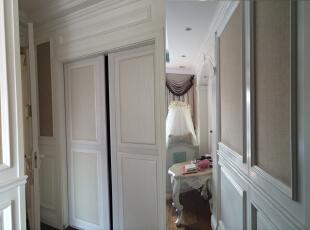 主卧室一角,170平,150万,新古典,三居,卧室,白色,黄色,