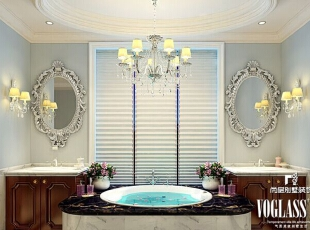 欧式古典花纹装饰的镜面对称而设,大面积浴缸被摆在浴柜中间,很难让人不联想到欧式宫廷贵妇出浴的美妙场景,这其实也是一种生活享受不是吗?,580平,320万,欧式,别墅,卫生间,白蓝,