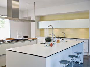 北京别墅装修设计——厨房整个厨房都采用了白色的设计,显得非常的简单大方。,303平,52万,简约,四居,厨房,黄色,黑白,绿色,