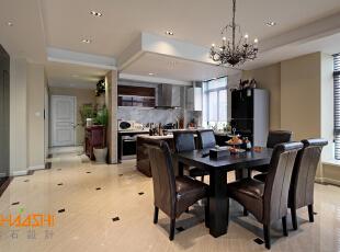 描述:黑色现代家居配以浅色墙面,地面采用木纹石,西式吊灯的使用,整个空间刚柔并济。,250平,28万,中式,别墅,餐厅,黑白,