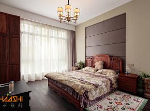 描述:鸡翅木家具与胡桃木地板,搭配现代灯饰,将中国元素融入现代空间,打造现代的审美品味。,250平,28万,中式,别墅,卧室,白色,