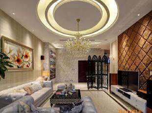 描述:客厅挑高顶面设计讲究层次。,180平,18万,现代,三居,客厅,
