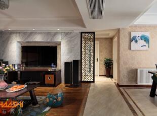 描述:走道餐厅地砖与客厅地板完美结合,地砖拼花回字格体现中式神韵。,110平,7万,中式,三居,客厅,白色,