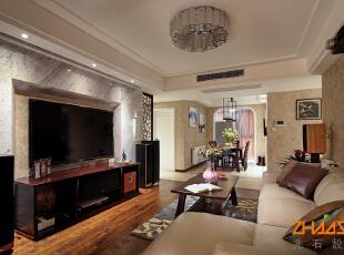 描述:现代家居在现代空间,采用中式配饰点题中式文化,打造稳重又不失大气的空间。,110平,7万,中式,三居,客厅,棕色,