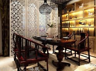 简约的沙发背景,和电视背景墙相互呼应,带有中式元素的软装配饰,让整个空间增色不少。,140平,9万,现代,三居,餐厅,原木色,