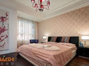 描述:主卧中国红大胆运用,打造舒适浪漫的人文空间。,110平,7万,中式,三居,卧室,白色,