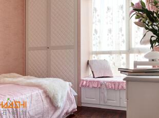 描述:女儿房现场制作衣柜飘窗贵以及床,小空间大利用。,110平,7万,中式,三居,儿童房,粉红色,