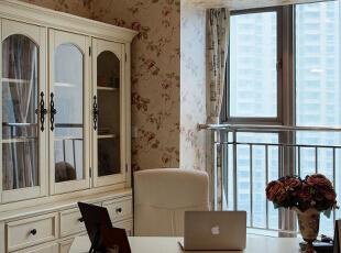 描述:是谁说咱门只会工作工作再工作,工作就是为了更好的生活。。。。,110平,8万,地中海,三居,书房,白色,