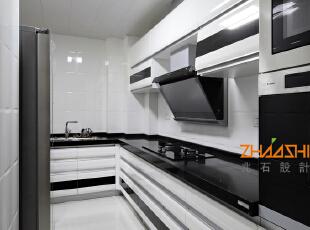 描述:厨房采用黑白色调,使得整个空间更显干净时尚。,130平,8万,现代,三居,厨房,黑白,
