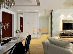 描述:客厅采用大理石,提升整个空间的大气和品质感。,130平,8万,现代,三居,客厅,春色,