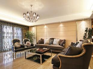 客厅:线条简洁的欧式沙发展现现代风格,高贵、典雅又不失浪漫气质,165平,15万,欧式,三居,客厅,黄白,