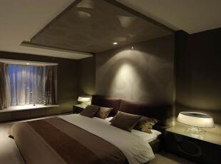 卧室设计: 吊顶与床头背景的组合,把整个房间的高度感瞬间拉强,不会让人觉得很死板。 以简洁的表现形式来满足人们对空间环境那种感性的、本能的和理性的需求,这就是现代风格。现代简约风格强调少即是多,舍弃不必要的装饰元素,追求时尚和现代的简洁造型、愉悦色彩。,93平,8万,现代,两居,