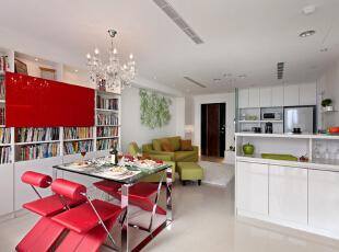 和客厅通过玻璃墙做隔断,增加了室内采光,让太阳到小家的每个角落。,88平,10万,简约,两居,餐厅,红白,