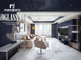 房子本身户型动静分区合理,设计师还是进行了适当的改造,使其功能区域更为完备。进门处增加了小小的玄关,保证了主人的私密性。背景墙上的三幅画是设计师挑选的,画面中的蓝、白、灰与整个空间交相呼应、将现实和理想融为一体。,220平,27万,现代,大户型,客厅,黑白,