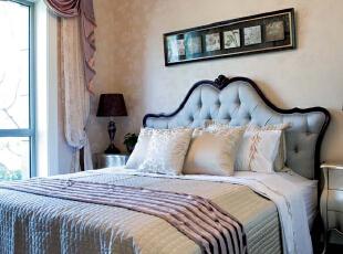 卧室:繁花似锦的地毯,奢华的装饰镜,敦厚精美的床,都能带出古典欧式风格特有的质感。,230平,17万,欧式,四居,卧室,黄白,