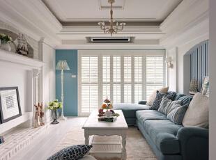 玄关拱形的设计别致而富有情调,直接用砖样堆砌起来的米色墙面,雅致而清新,与整体的格局相协调。,120平,8万,地中海,三居,客厅,白蓝,
