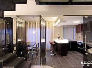 设计: 餐厅和客厅风格色调一致,敞开式厨房与吧台的搭配,彰显出女主任的心态。橱柜的延伸做成酒柜,休闲和使用双用,即美观又含有实用性。,196平,17万,中式,Loft,