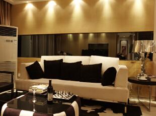 客厅:电视墙以竖向的软包装饰,沙发背景墙以长条形的茶镜很好的提升了空间感,是整个客厅显得更有层次。,100平,4万,现代,两居,邯郸龙发,1安居东城,五星工程,客厅,黑白,