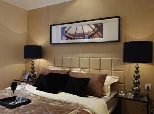 主卧室:采用深浅颜色搭配的装饰凸显了空间的层次感,带有纹理的玻璃拉伸了整体的空间感,显得卧室不那么沉闷。,100平,4万,现代,两居,卧室,五星工程,邯郸龙发,黄色,
