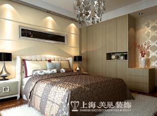 雅居乐145平四室两厅装修效果图:卧室。卧室是经过改装的,增加了储物能力,在充分利用空间的同时,又达到了美观的效果,145平,14万,欧式,四居,卧室,黄白,