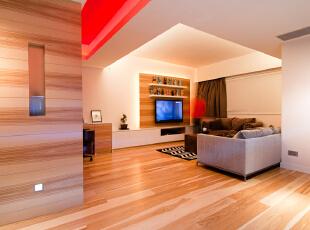 北京高端公寓设计——客厅它不仅注重居室的实用性,而且还体现出了工业化社会生活的精致与个性,符合现代人的生活品位。同时它在家居方面布置简洁,但是又物品齐全,平时工作压力大的年轻人就需要这样一个简单地空间来释放自己的压力。,128平,35万,简约,三居,客厅,原木色,红色,黄色,黑白,