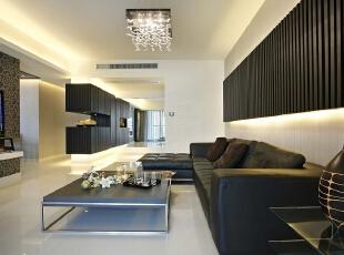 以黑白为主色调创造出空间的反差与对比,通过不同层次灰色的渗透,令空间的层次感更强。,519平,30万,现代,别墅,客厅,黑白,