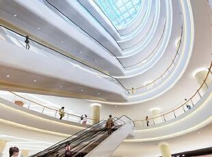 """昆明城市综合体装修设计客户:天霸设计能兼顾设计和施工吗?   天霸设计一直秉承""""以人为本,至誉至美""""的经营理念,坚持""""满足客户不同个性需要的服务""""为宗旨,勇于创新,敢于超越。天霸设计从事装饰装修行业19年,拥有丰富的行业经验,以及专业化的设计与施工队伍。在设计上,天霸设计公司逐步形成本以人性化、个性化为主的设计理念与风格取向。在施工上,天霸设计层层把好施工质量关,实施施工标准化,以精湛的施工工艺让客户实现省时、省心、省钱的目标。 广东商场装修一线品牌天霸设计为昆明城市综合体装修设计客户带来设计施工一体化的完善服务,值得昆明城市综合体装修设计客户选择。  ,50000平,100000万,现代,公装,"""
