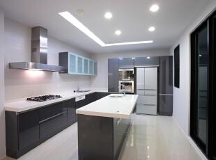 北京别墅装修设计——厨房 厨房设计大多为简单的直线,横平竖直,减少不必要的装饰线条,用简单的直线强调空间的开阔感。由于直线型的设计较多,空间感很强,让人们在其中倍感舒适与清爽.,201平,38万,简约,四居,厨房,黑白,黄色,