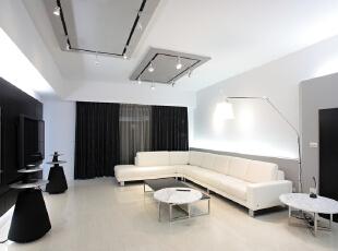 北京别墅装修设计——客厅 给人视觉的、精神的享受。白色的沙发、黑色的电视背景墙,完美的将时尚与现代感融合。室内融合一个看起来简单又大方!,201平,38万,简约,四居,客厅,黑白,黄色,