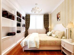 设计理念:卧室顶面采用了经典欧式石膏线条做顶面,浅色竖条感壁纸做床头背景,既彰显业主不俗的品味又加强了温馨舒适的居住感受。亮点:墙面大面积使用浅色壁纸,床头背景搭配深色壁纸,使空间错落有致,欧式石膏线条的运用增强了鲜明的风格色彩,精致的一排白色书柜起到很强的点缀作用,与白色床达到统一效果。,90平,6.5万,欧式,一居,卧室,黄白,