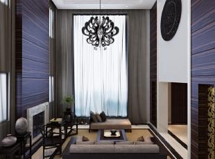 挑空的客厅在家具的选择上贵金不贵多,主要是以简单的混合搭配为主要手法,在满足使用功能的基础上,适当用运了简单的中式元素八仙桌、太师椅,从功能与艺术两方面加以选择,室内的布置成列有章法,不是任意的堆积,使之更完整统一,而不是纷杂零乱。,700平,300万,中式,别墅,客厅,原木色,