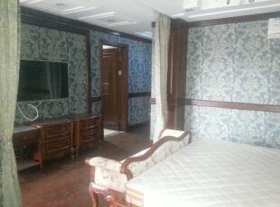 主卧室一角,160平,60万,欧式,三居,卧室,白色,蓝色,红色,
