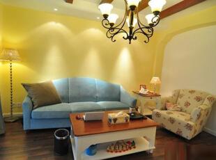 房间不大,但也要尽可能营造舒适的居家氛围,暖洋洋的光线提升了家庭温馨感。 灯光的设计很重要,如何布光,也另有讲究。射灯在这里起了极大的作用。,70平,6万,地中海,两居,黄色,