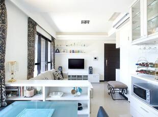 客厅-利用系统家俱,释放空间收纳机能,同时维持简约的空间调性。,83平,8万,现代,三居,