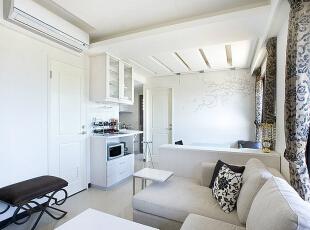 餐厅背墙-透过精工壁贴,创造出室外绿意延伸至屋内的视觉效果。,83平,8万,现代,三居,
