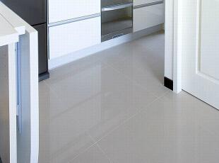 厨房-运用系统家俱将冰箱与流理台整合为同一墙面,让空间视线更加清爽。,83平,8万,现代,三居,