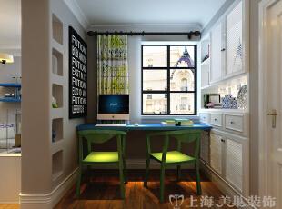 普罗旺世地中海混搭装修89平两室两厅样板间效果图——书房案例效果图,碎花风格的窗帘,搭配着蓝色的书桌、绿色的椅子,色彩运用彰显独特风格。墙上挂一幅现代简约的字画,使得整个书房非常有格调。,89平,6万,混搭,两居,普罗旺世装修,美巢装饰,装修装饰,装修优惠,装修团装,书房,白色,