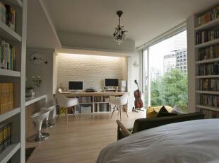 起居室设计师在兼具起居室、客厅及书房的空间以文化石墙面营造质朴乡村的随性况味。,39平,4万,田园,一居,卧室,白色,