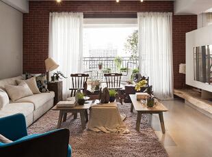 喜欢复古是一种生活态度,一种情怀。 清水砖、红砖、实木的搭配,于简约中营造出细腻的视觉层次与氛围,让你在推开家门的那刻,恍如进入另一个时空。,140平,17万,欧式,三居,客厅,米白,