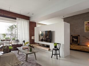 纯白的电视墙干净而利落。,140平,17万,欧式,三居,客厅,米白,