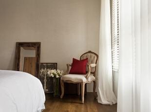 有时候不经意的小角落,一把复古沙发椅,也能让情怀体现得淋漓精致。,140平,17万,欧式,三居,卧室,米白,