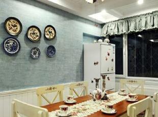 餐厅餐桌椅选用的也是白色框架配木色台面,为了保持客餐厅风格的统一性,也方便购买,像房主这样选择全套的客餐厅家具也不失为不错的选择。,89平,9万,韩式,三居,餐厅,白蓝,