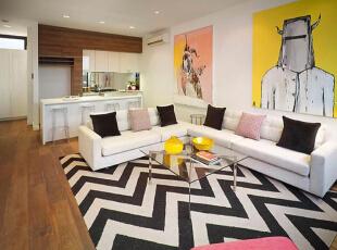 设计重点:地毯分区 编辑点评:充满立体感和线条感的黑白条纹地毯划出客厅空间,白色的沙发自然地融入整体,玻璃桌子提升了客厅的质感,墙上的抽象画让客厅充满艺术气息。,90平,10万,现代,三居,玄关,客厅,餐厅,卧室,厨房,书房,儿童房,卫生间,阳台,宜家,小资,简约,白色,黄色,