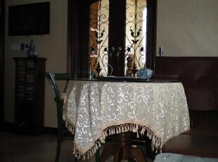 小餐桌外是休闲小阳台,240.0平,60.0万,混搭,复式,