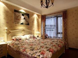 卧室家具以纯洁的白色为主,在造型与线条上突出设计的艺术,将优雅从容的生活态度融合到家具设计中。温馨柔软的布艺与恬淡的印花壁纸点缀,温馨舒适、清新和谐。,113平,14万,田园,两居,卧室,黄白,