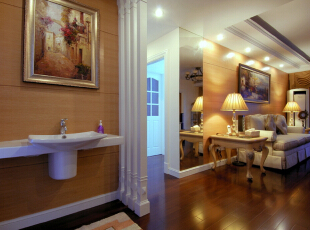 客厅处没有过分的装饰,恰到好处的石膏线条,和简单大方的木饰面板。更显低调奢华又让整个空间看上去舒适大方。,120平,10万,欧式,两居,新古典,白色,原木色,黄色,客厅,