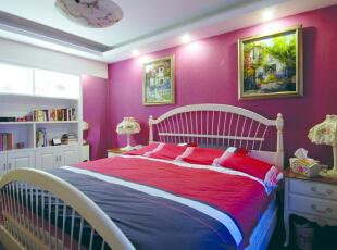 女儿房采用明快的色彩和大胆的用色,即凸显出卧室主人爽朗的性格又让人眼前一亮。,120平,10万,欧式,两居,新古典,宜家,田园,小资,简约,现代,卧室,白色,红色,紫色,春色,黄色,粉色,蓝色,原木色,